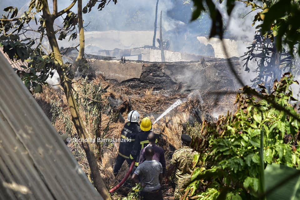 Baganda Panick And Remain In Shock After The Kasubi Masiro-Tombs Catch Fire Again. 8